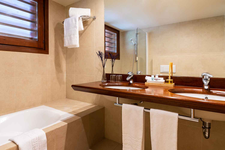 Habitacion-doble-confort-baño-Hotel-Xalet-del-golf