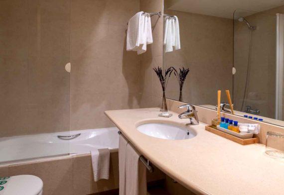 Habitaciones-suite-baño-Hotel-Xalet-del-golf