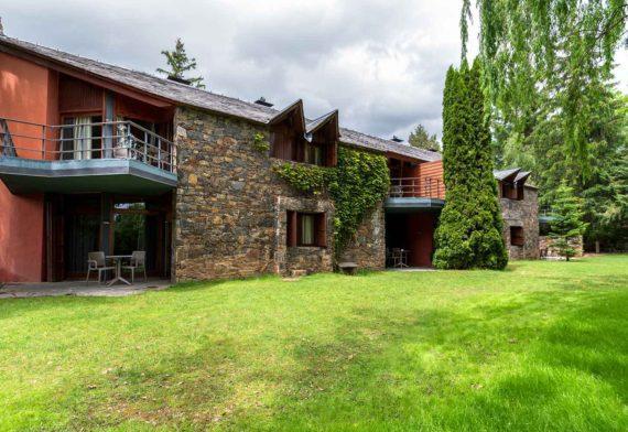 exterior-edificio-anexo-Hotel-Xalet-del-golf-cerdaña