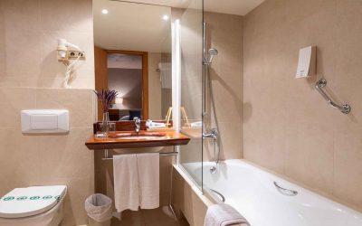 Habitaciones-doble-superior-baño-Hotel-Xalet-del-golf