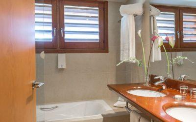 habitacion deluxe hotel chalet golf- baño-Cerdanya-Puigcerda
